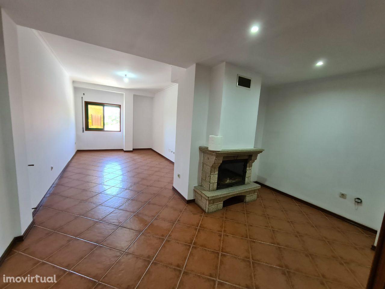 Apartamento 3 Quartos + Garagem + 2 wc + Arrecadação + Oportunidade