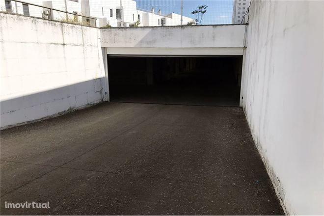Garagen e estacionamento em Évora, Horta das Figueiras