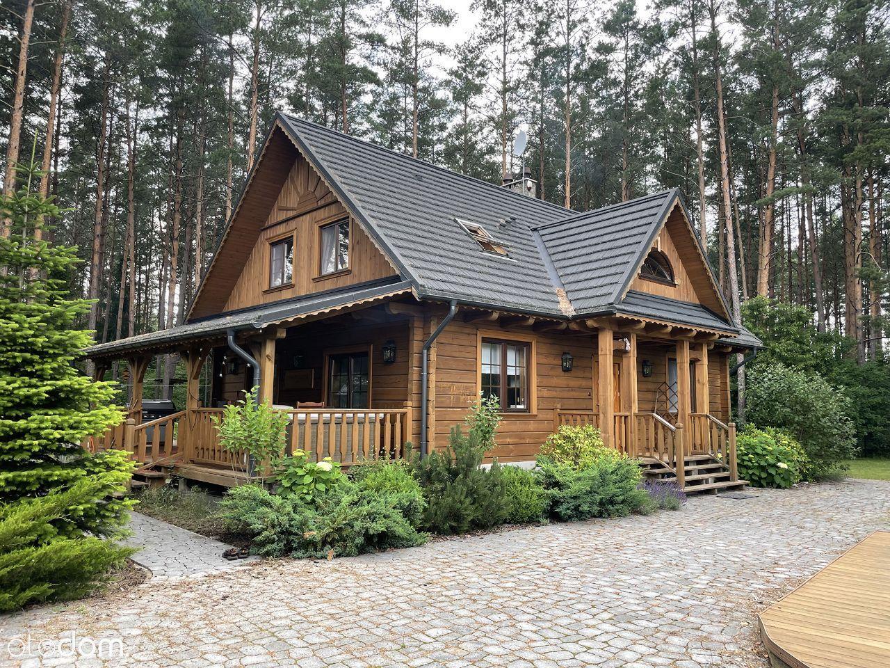 Całoroczny dom z bala nad jeziorem Serwy.