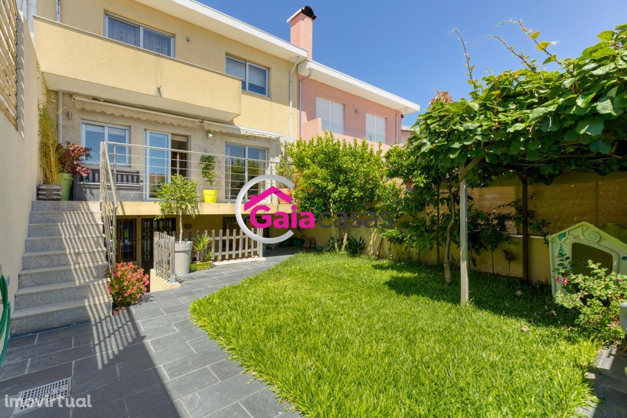 Moradia T4, Carvalhos c/ terraço, jardim, garagem para 3 carros - Gaia