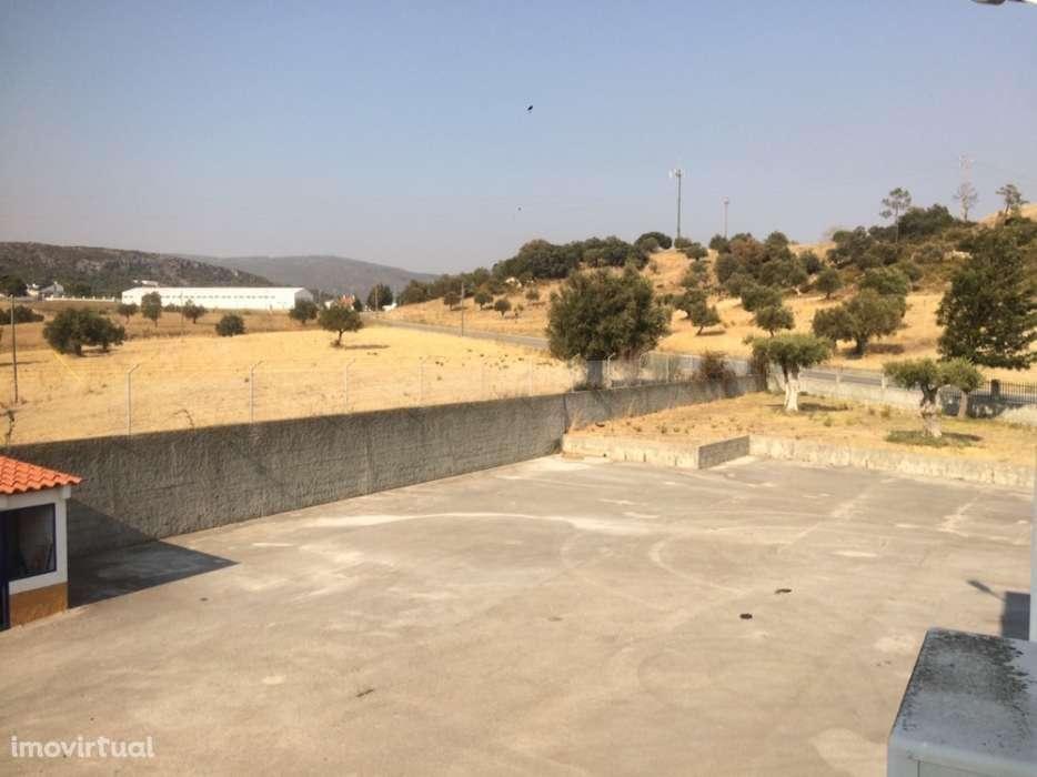 Loja para arrendar, Alcanena e Vila Moreira, Alcanena, Santarém - Foto 1