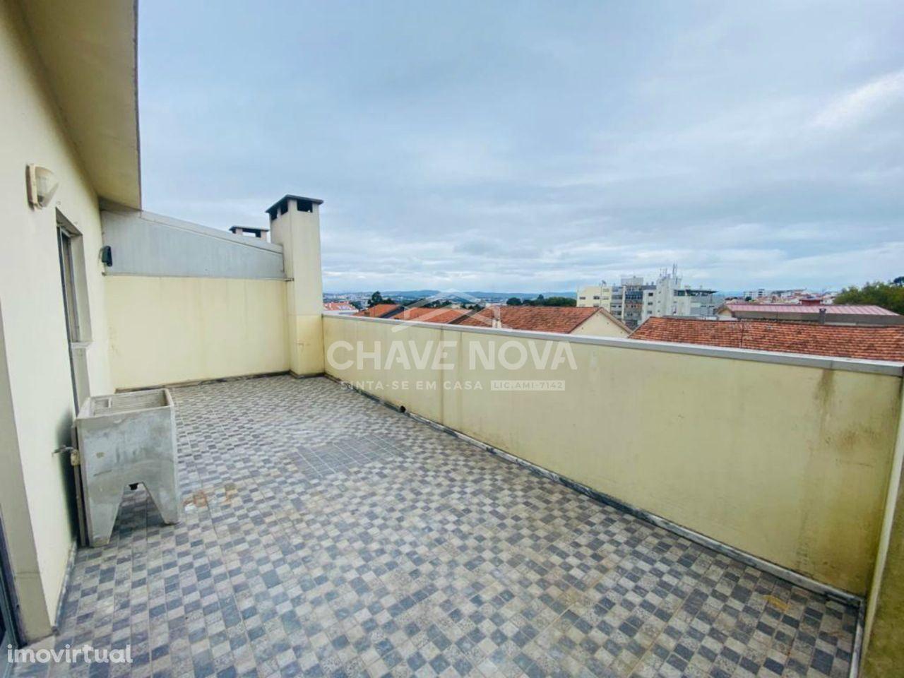T3 ultimo piso com terraço e garagem- Oliveira do Douro N222