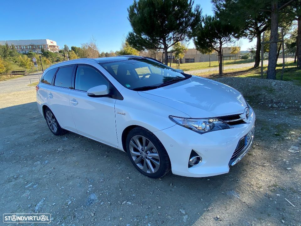 Toyota Auris Touring Sports 1.8 HSD Exclusive +Sky+Navi - 10