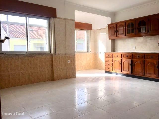 Apartamento T3, 1º Andar c/ Garagem - Corroios
