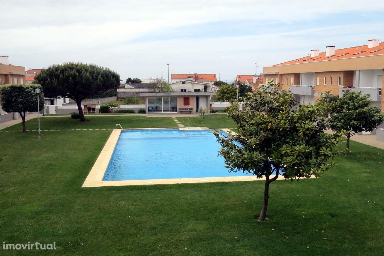 Apartamento T2+2 em condomínio com piscina - Praia de Cepães