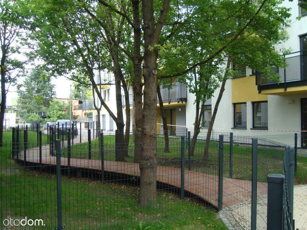 Zamknięte, pełne zieleni osiedle/duży balkon
