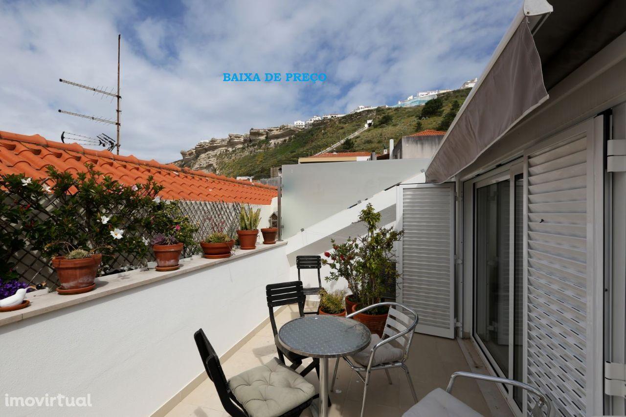 Apartamento T3, duplex, com terraço, a 2 passos da praia