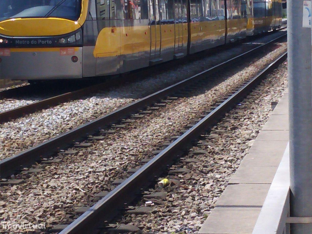 Moradia T2 junto à estação de metro de Francos