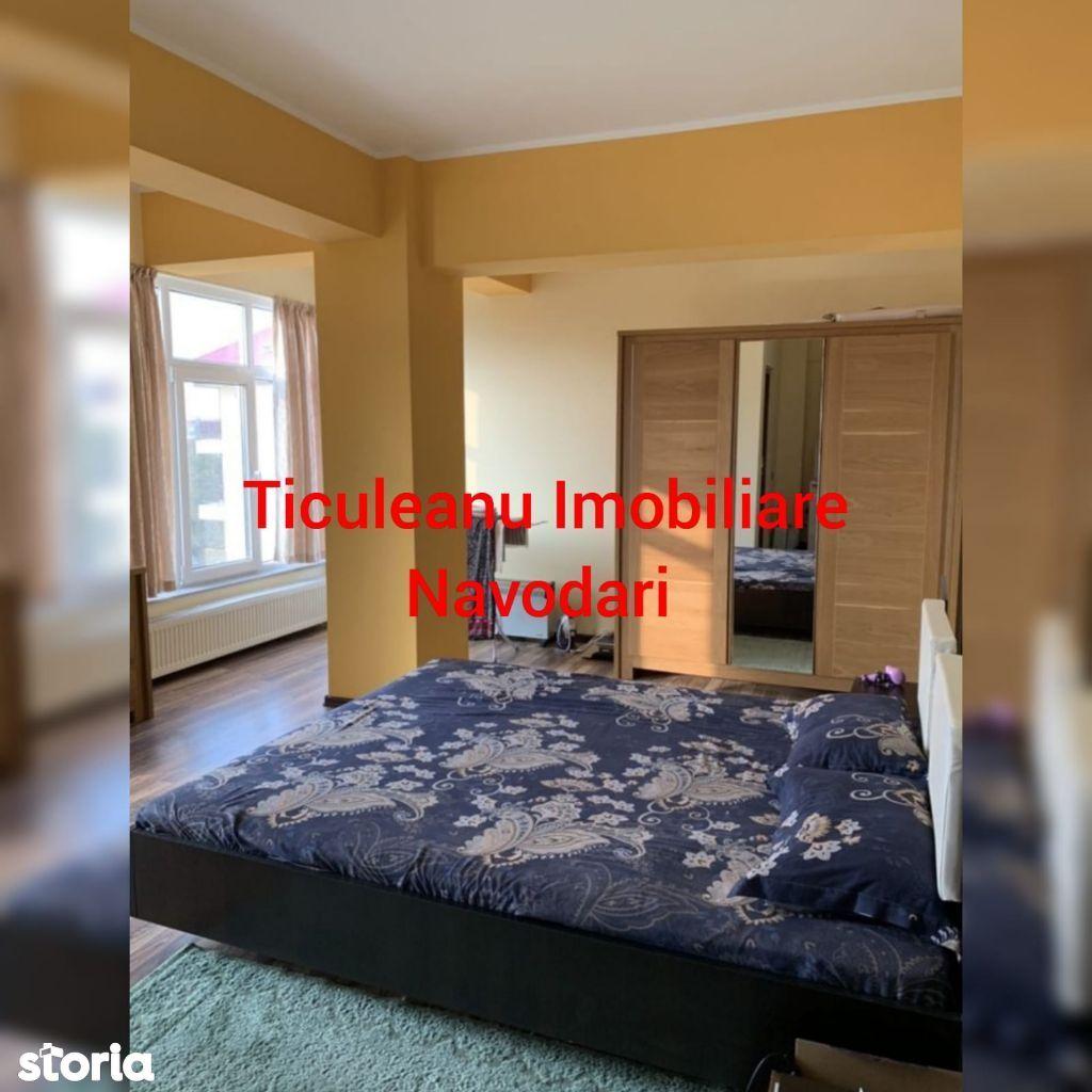 Vindem apartament in Navodari