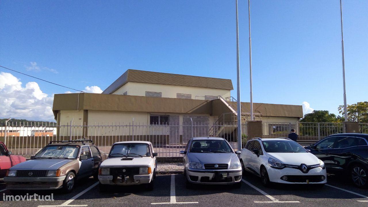 Imóvel Venda Alfragide | 3.967 m2 | Serviços + Armazém