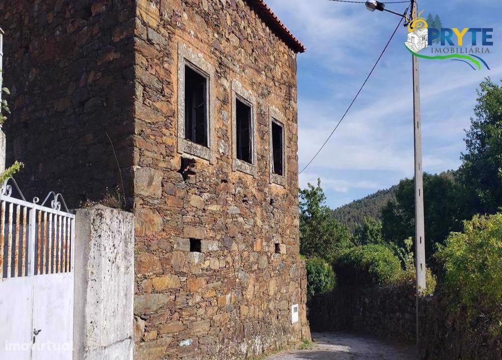 Moradia em pedra de xisto para reconstrução situada em Mega Cimeira