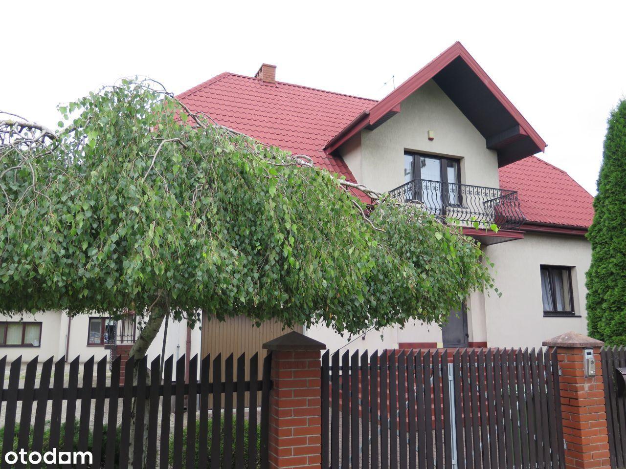 Dom jednorodzinny (250m²), z bud. gosp. (99m²)