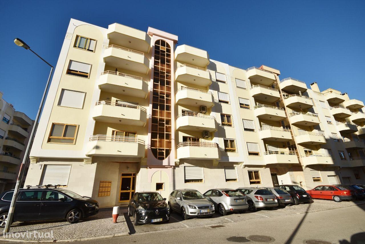 Apartamento T3 Castanheira, 2 varandas,arrecadação,box - Reservado