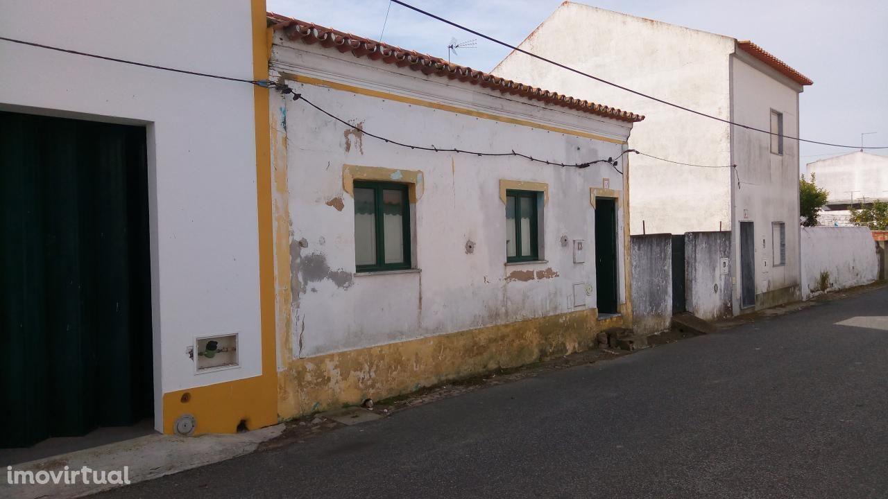 Moradia T1 em Aguiar (Viana Alentejo)