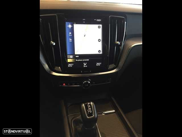 Volvo V60 2.0 D3 Momentum Geartronic - 15