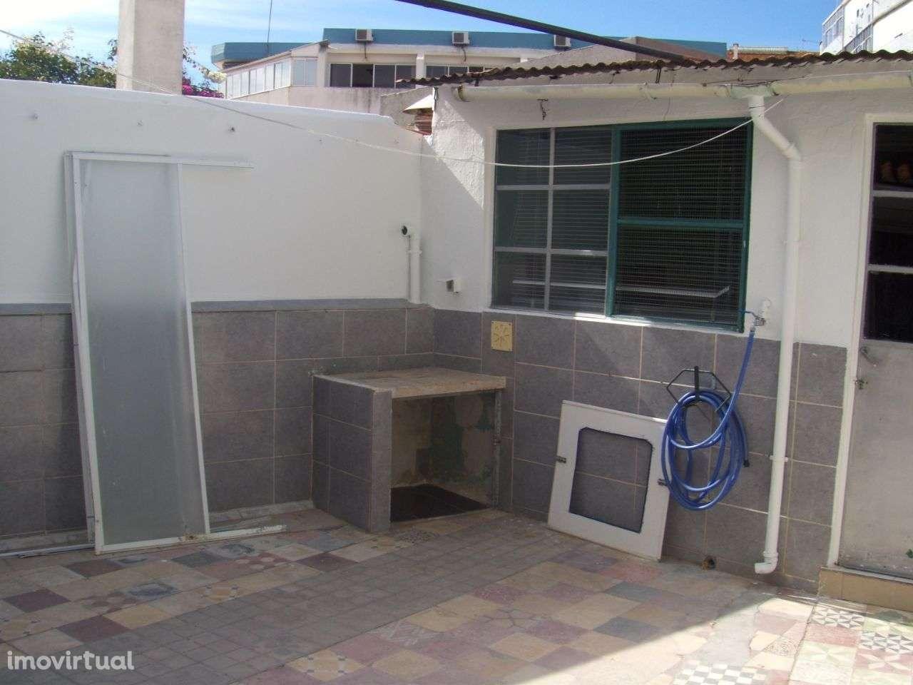Quarto para arrendar, Rua João Villaret, Laranjeiro e Feijó - Foto 9