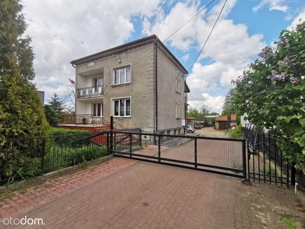 Działka z domem i budynkami w centrum Choroszczy