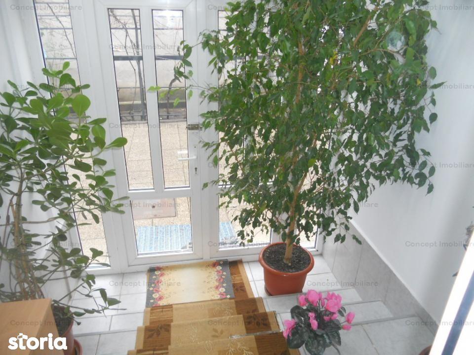 Ap doua camere decomandat in Vila