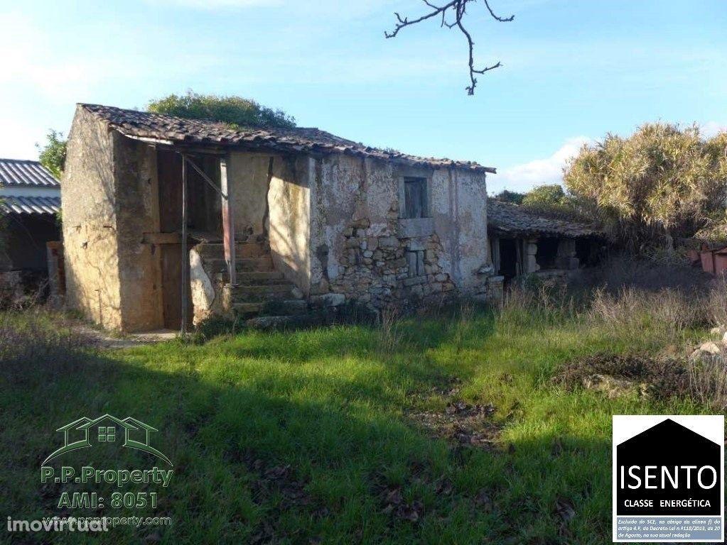 Casa em pedra para recuperação em Milheiros