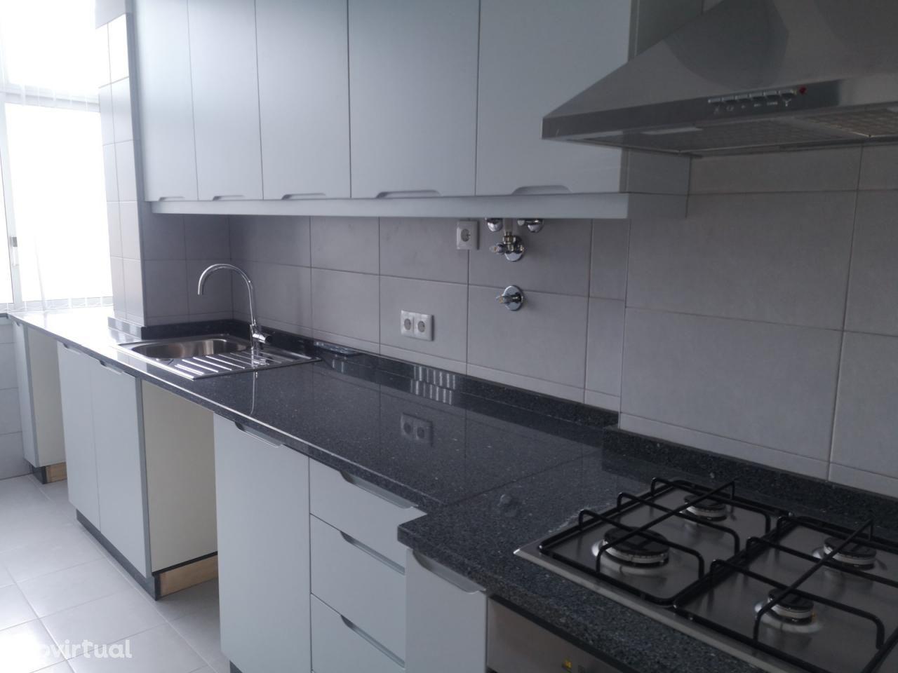 Apartamento remodelado 4 assoalhadas