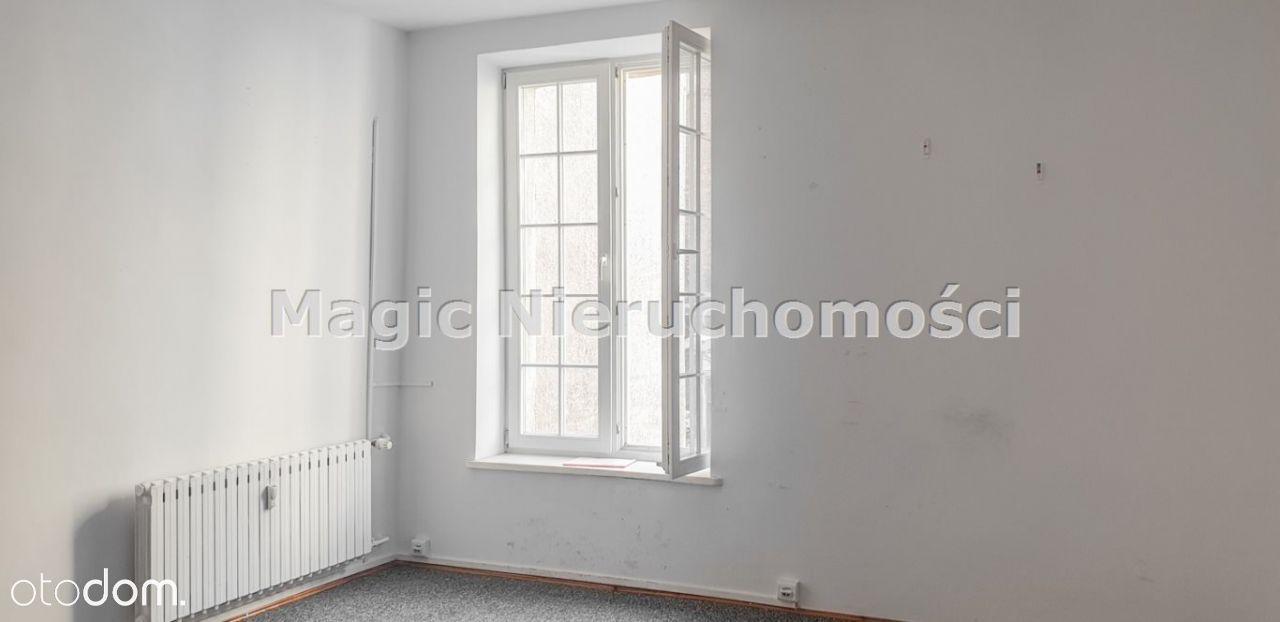 Lokal biurowy z widokiem na ul. Podmurną.