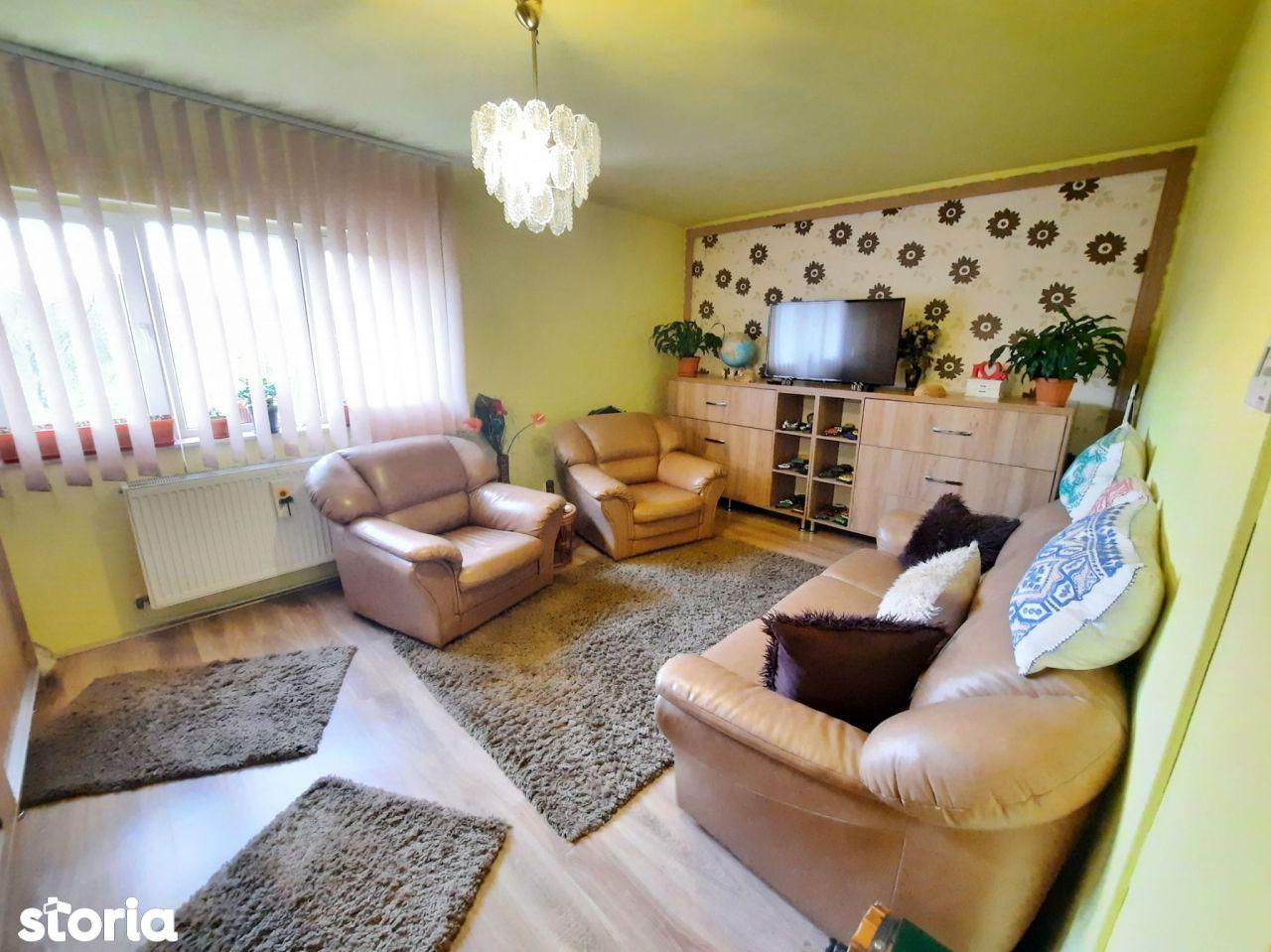 Apartament 2 camere, decomandat, etaj 2/4,  zona strazii Gheorghe Dima