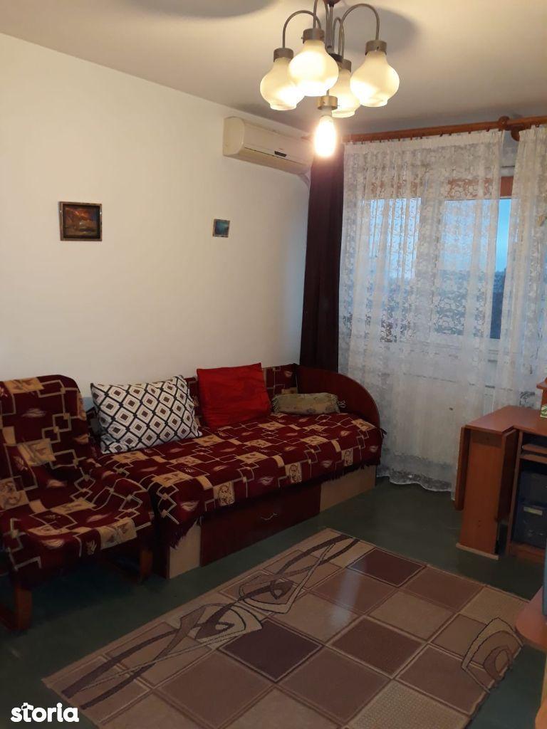 Vand apartament cu 3 camere - langa statia de metrou Raul Doamnei