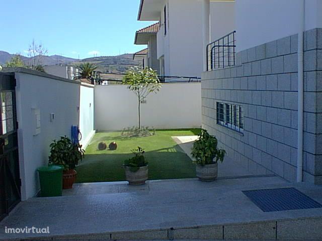 Vende-se excelente moradia na região do Douro