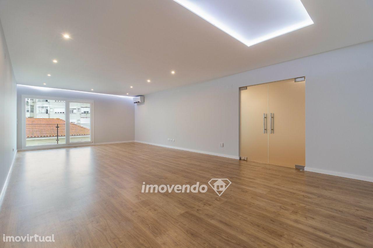 Apartamento T2 novo e pronto a habitar, com estacionamento, em Queijas