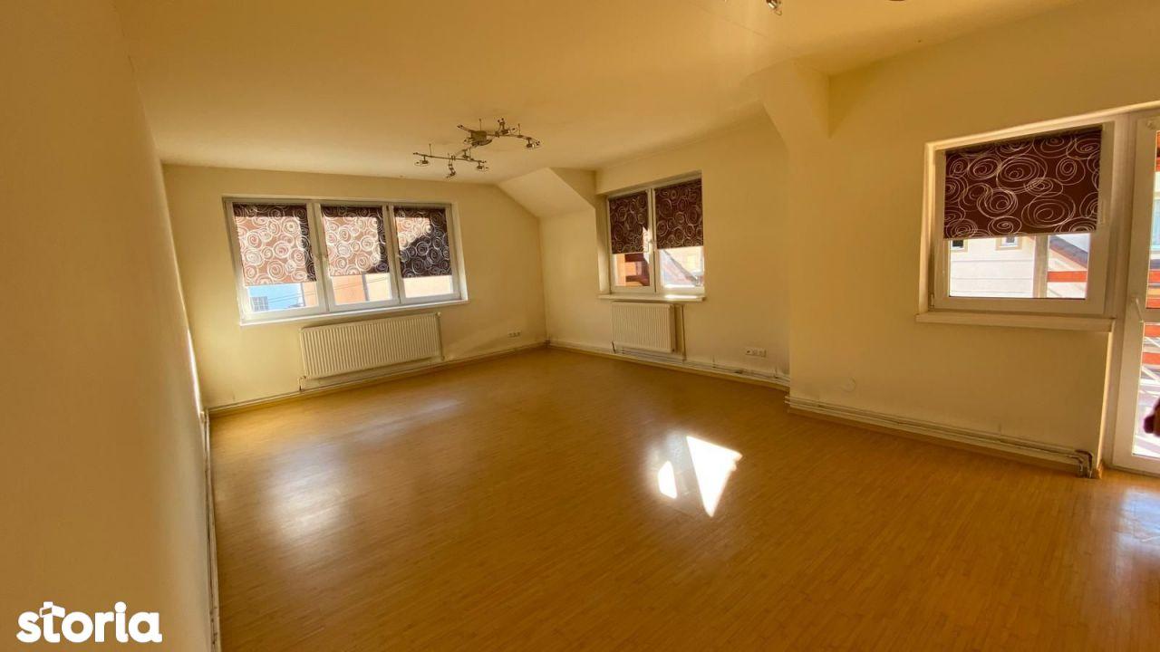 Apartament cu 3 camere de închiriat   zona Strand