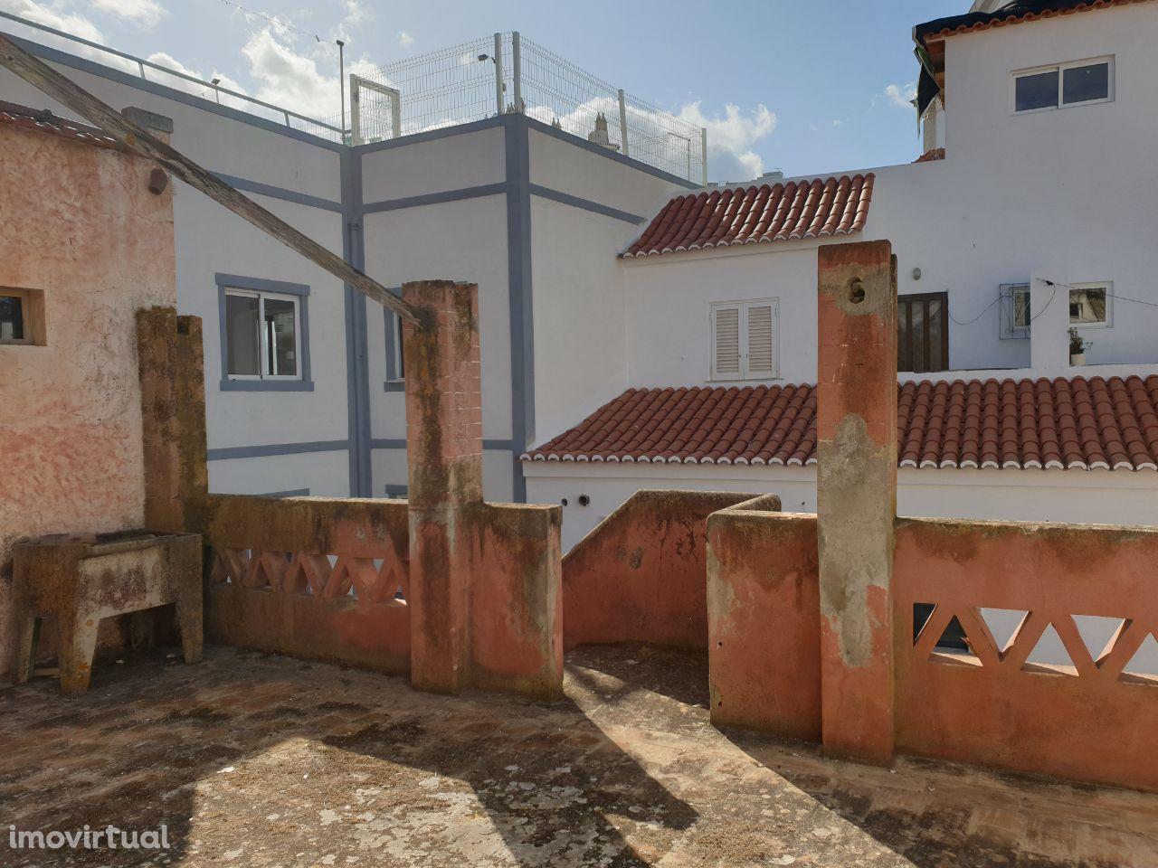 Prédio no Centro de Albufeira, para restaurar