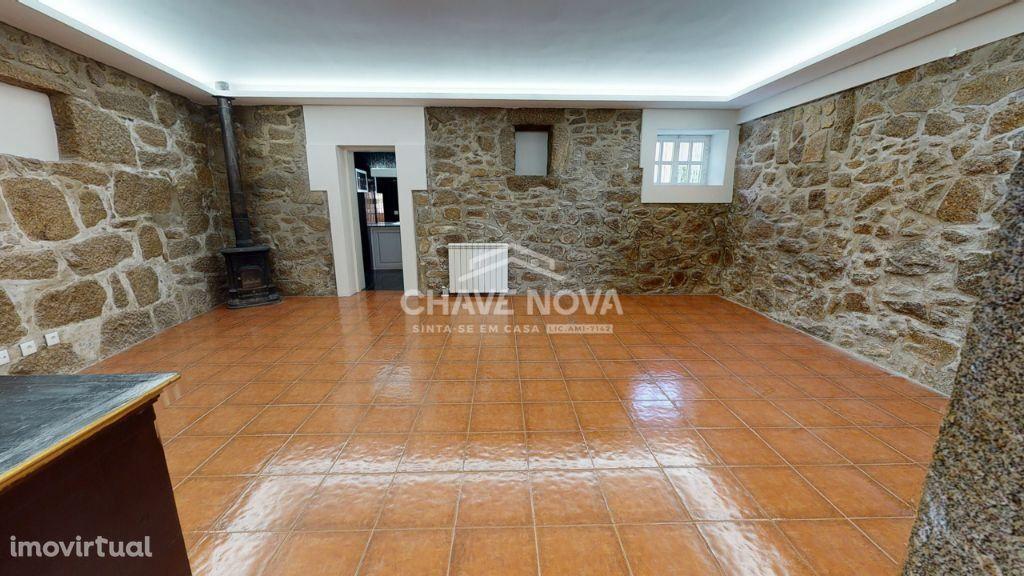 Moradia T3 Renovada, C/ Quintal, Junto à Escola de Valadares
