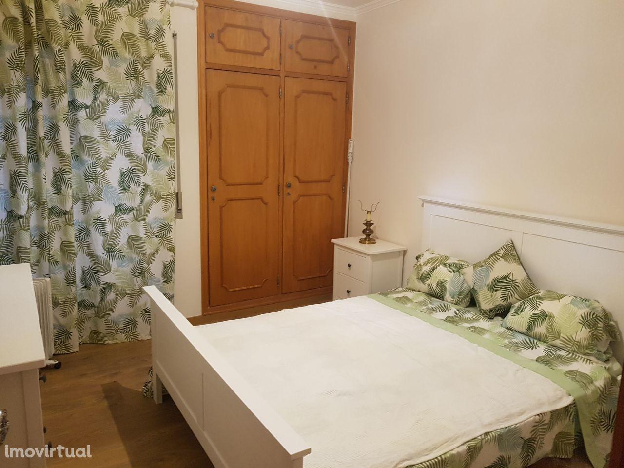 Quarto Casal em zona residencial do Estoril