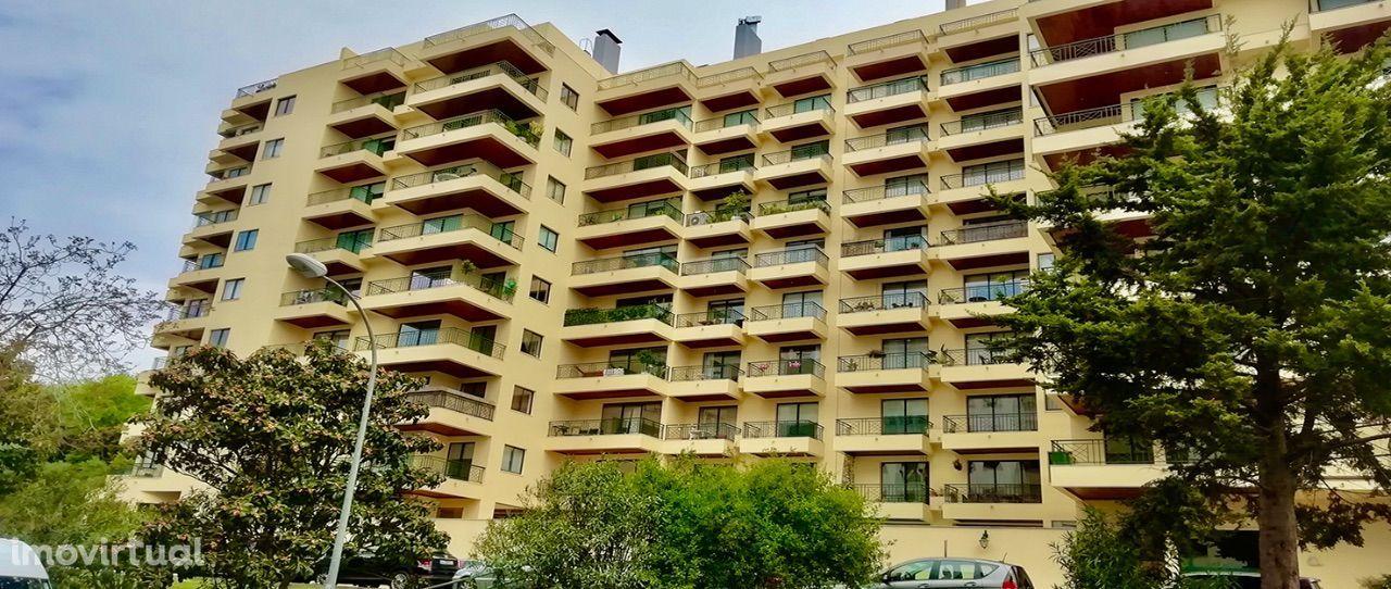 Apartamento T4 em Carnaxide