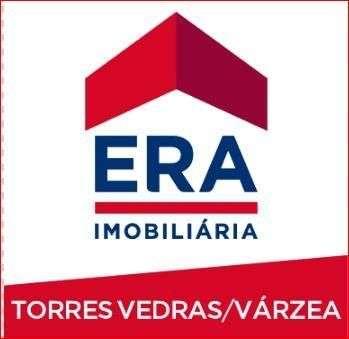 Este moradia para comprar está a ser divulgado por uma das mais dinâmicas agência imobiliária a operar em São Pedro da Cadeira, Lisboa