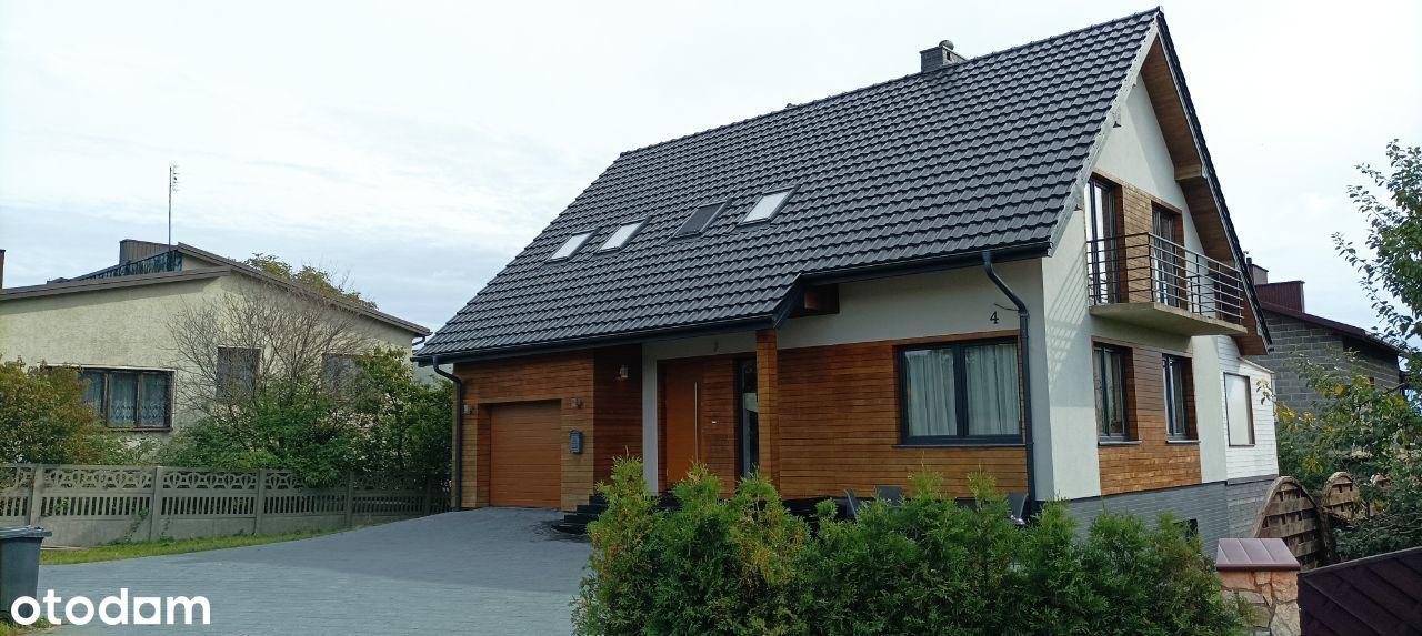 Dom w Żarkch na osiedlu domów jednorodzinnych