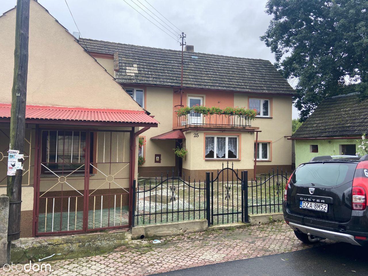 Dom wraz z zabudowaniami gospodarczymi - Dębowiec