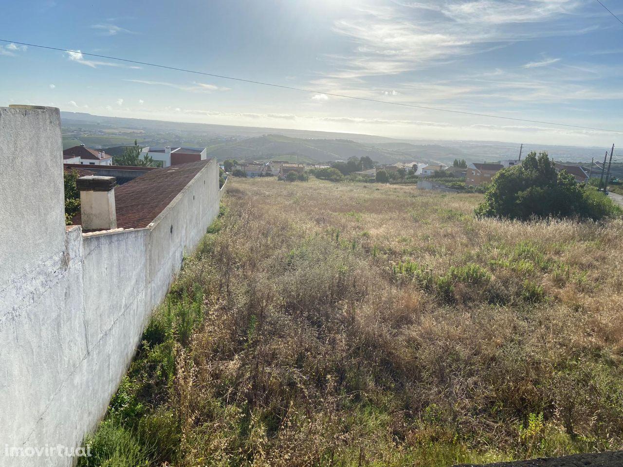 Terreno de 5600 m2 c/ vista desafogada - Torres Vedras (Serra da Vila)