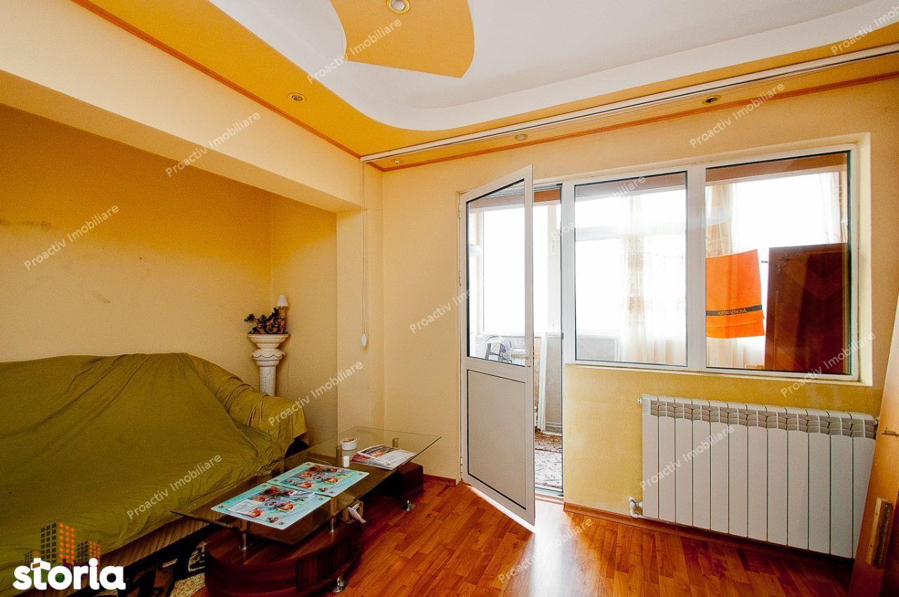 Apartament cu 3 camere, Micro 20, cu centrala termica!