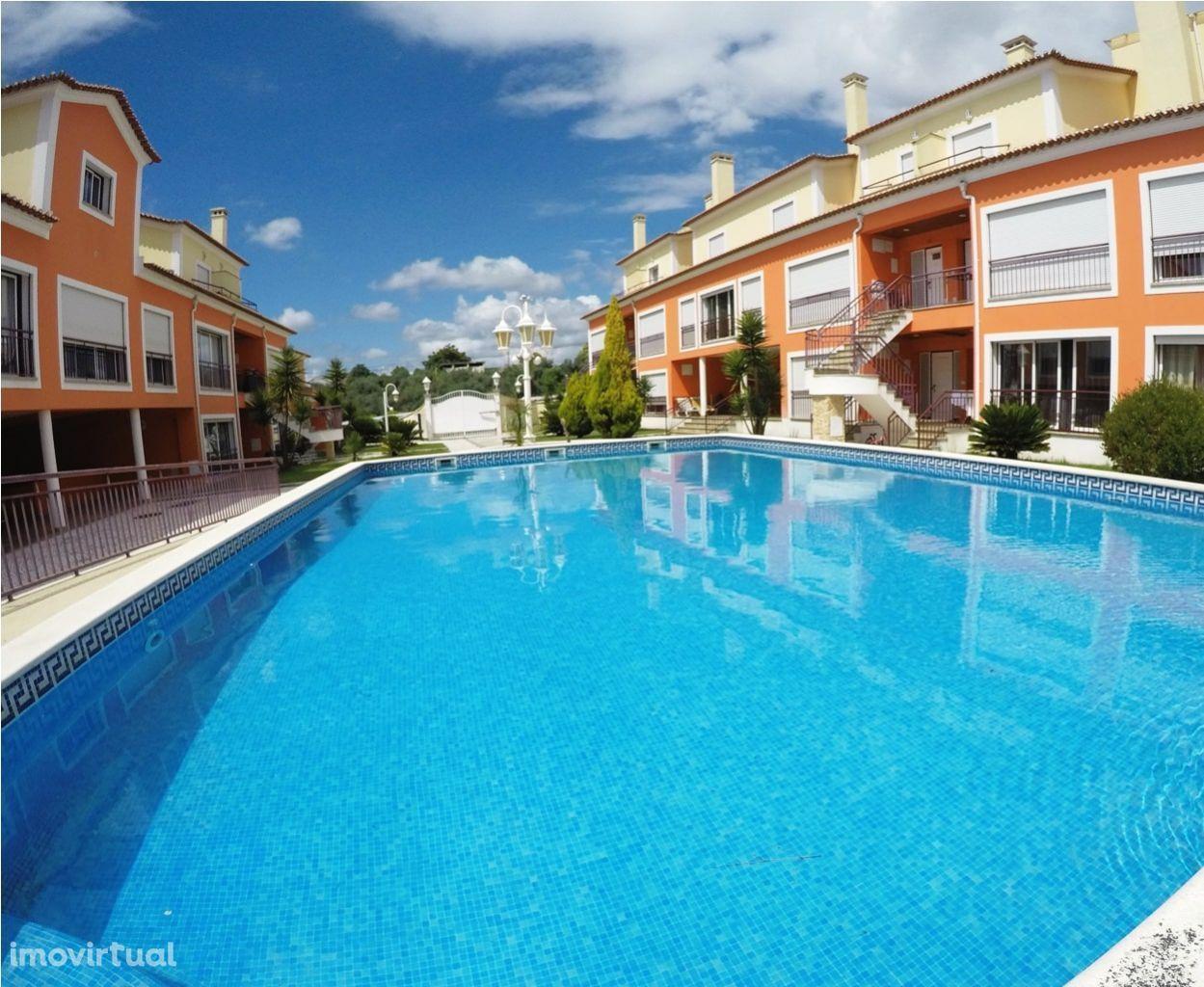 Apartamento T2 com Piscina - Condominio Vila Palmeira