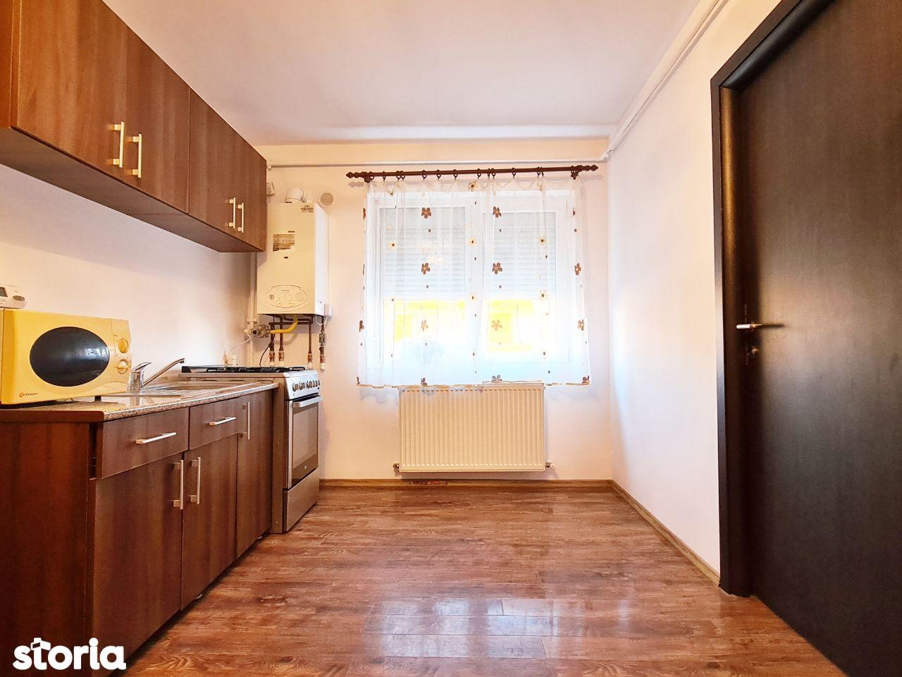 Apartament 3 camere de inchiriat, bloc nou, centrala – zona Parneava