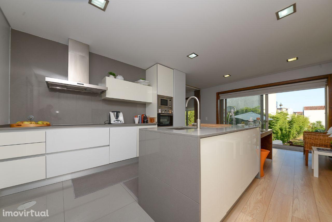 Fantástica Moradia em Espinho, 3 suites, terreno com 486m2