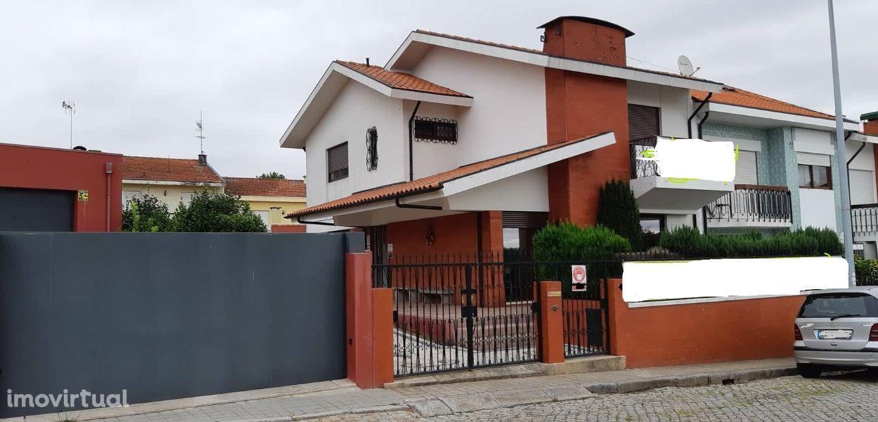 Moradia T-4 Maia Centro