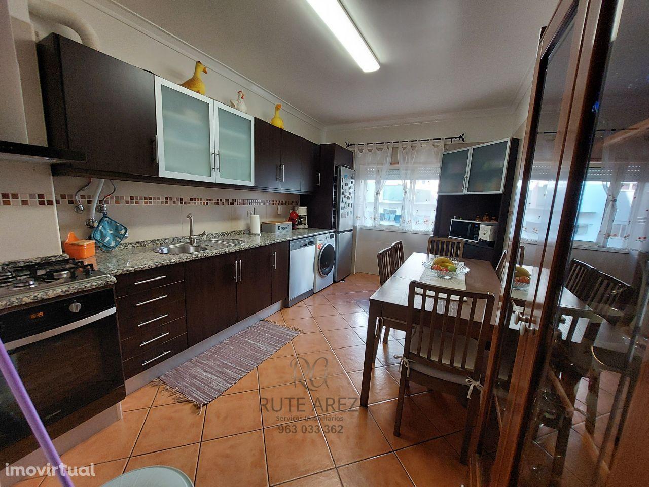 Apartamento T2 à venda na rua João de Deus - Pinhal Novo