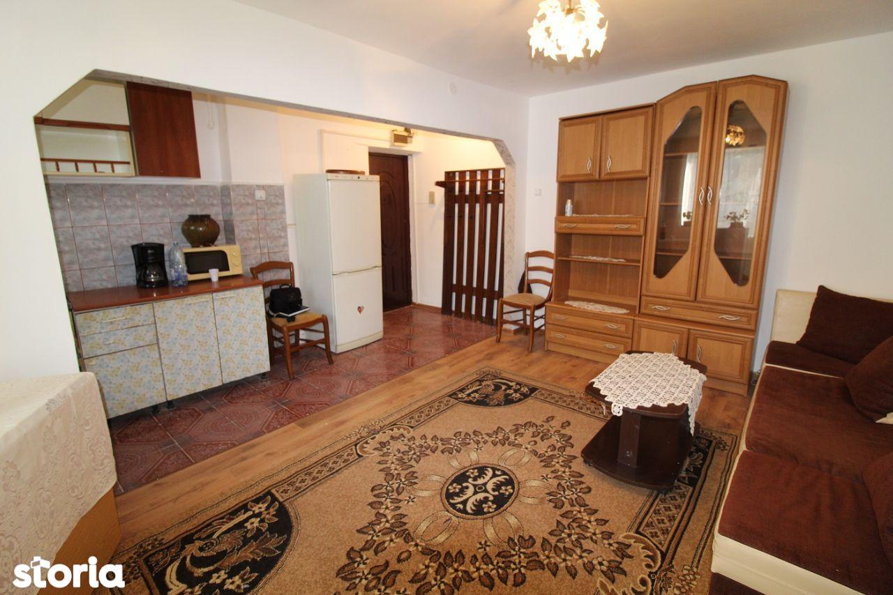 Vând apartament 3 camere în Hunedoara, zona Avram Iancu