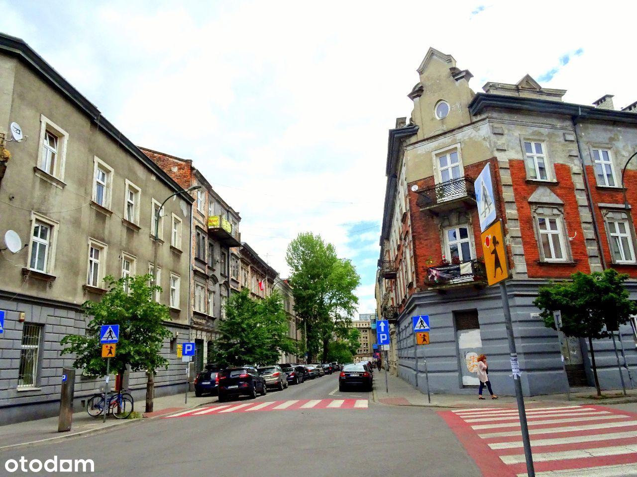 Mały lokal. Stare Miasto. Wejście od ulicy.