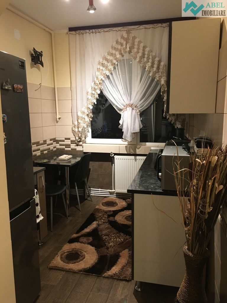 Apartament Deva zona Patria 48mp decomandat mobilat si utilat