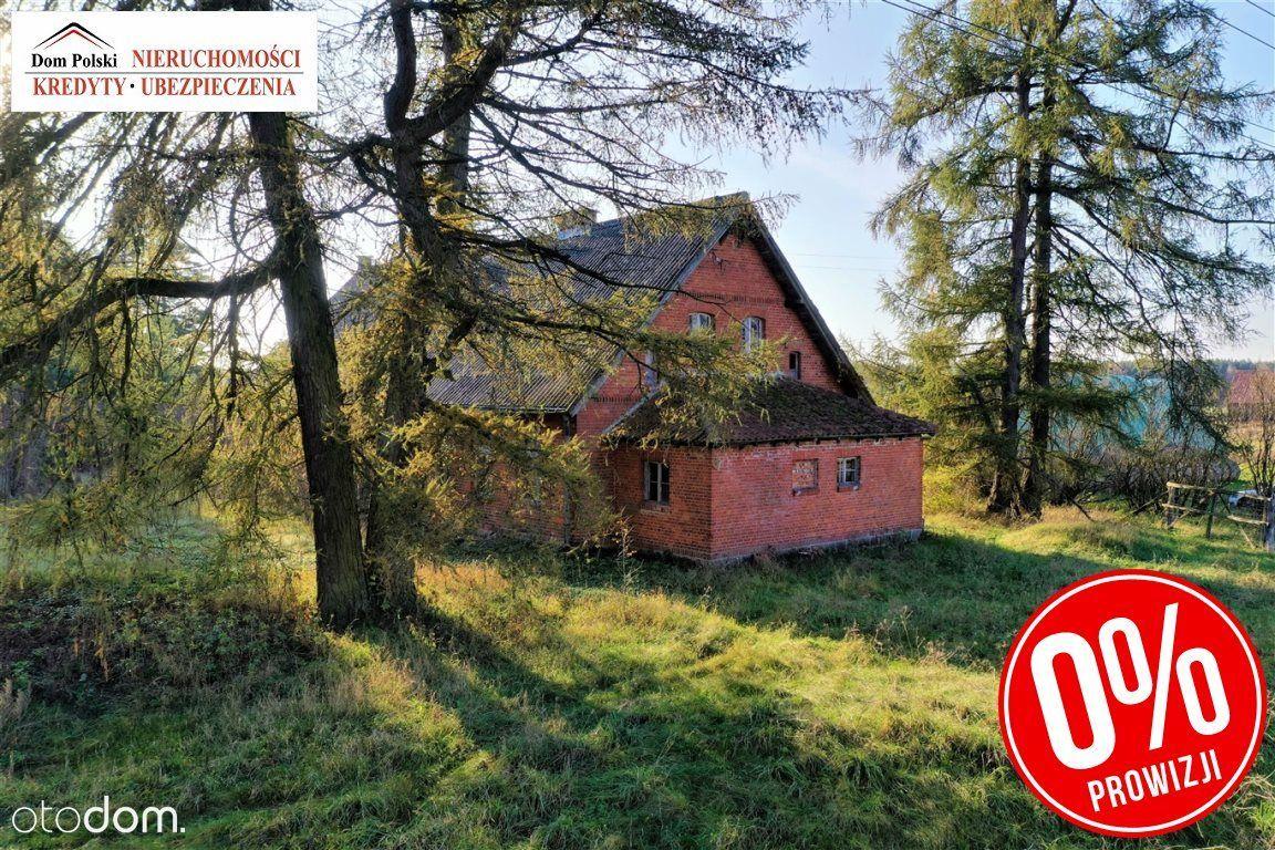 Budynek po starej szkole w zaciszu wsi Szeszki