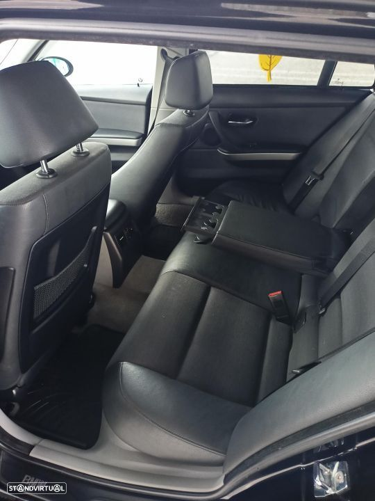 BMW 320 d Touring Exclusive - 17