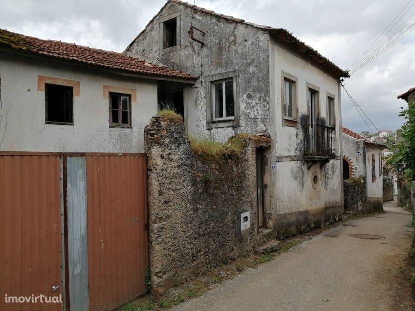 Casa para recuperar, na Aveleira, Penacova